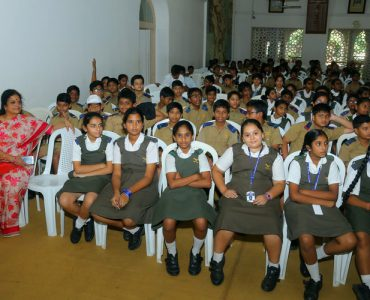 4.The students listening in rapture